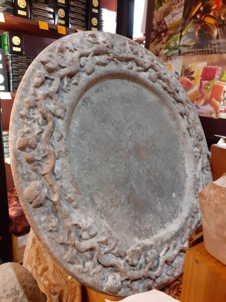 poterie ampholia plat de fete rond